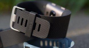 Fitbit советует не носить их устройства туго и долго